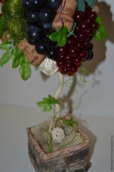 Купить или заказать Топиарий  'Виноградный' в интернет-магазине на Ярмарке Мастеров. Виноградное дерево с разноцветными гроздьями станет замечательным украшением вашего интерьера или оригинальным подарком. В работе использованы натуральные материалы : шары из лозы и ротанга, декор из сизаля. Кашпо выполнено из коры дерева и сверху заполнено натуральным стабилизированным мхом. Высота топиария 40 см. Диаметр шапочки 16 см.