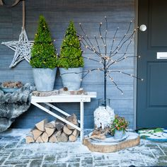 Unique inspirations for Christmas Christmas Garden, Christmas Porch, Nordic Christmas, Noel Christmas, Outdoor Christmas Decorations, Rustic Christmas, Winter Christmas, Christmas Tables, Outdoor Decor