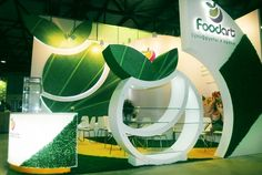 A specific brief for a iconic client incorporating logo design in a three dimensional design. Lighting placement and illumination to also emphasise the design and key areas. Good use of consistant curved also used throughout. The addition of astro turf adds an additional element to the material palette. Exhibition Stall Design, Exhibition Stands, Exhibit Design, Food Stall Design, Expo Stand, Playground Design, Unique Architecture, Stand Design, Advertising Design