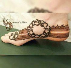 Simple Feet Mehndi Designs Ideas - The Handmade Crafts Henna Tattoo Designs Simple, Mehndi Designs Feet, Mehndi Designs Book, Modern Mehndi Designs, Mehndi Designs For Fingers, Dulhan Mehndi Designs, Beautiful Henna Designs, Mehendi, Beautiful Mehndi
