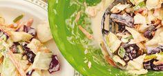 Salade de chou croquante Recettes | Ricardo Cabbage Rice, Green Cabbage, Carrot Cream, Ricardo Recipe, Salad Spinner, Vegetarian Cabbage, Cold Meals, Sour Cream, Potato Salad