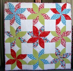 My HMQS challenge quilt is finished! I signed up to participate in the ADORNit fa. Quilting Tips, Quilting Tutorials, Quilt Patterns, Crochet Patterns, Quilt Festival, Traditional Quilts, Unisex Baby, Baby Quilts, Daisy