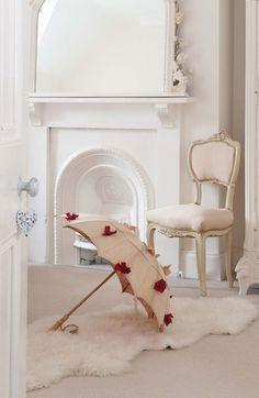 Romantic parasol with rose decoration.