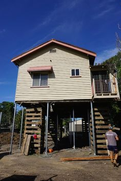 The house is raised to legal height and new metal stumps are placed. House Lift, Queenslander, Cabin, House Styles, Metal, Places, Home Decor, Decoration Home, Room Decor
