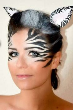 Make-up tips for carnival: Here are the most creative looks- Schminktipps für Karneval: Hier kommen die kreativsten Looks The zebra look - Zebra Makeup, Animal Makeup, Eye Face Painting, Face Painting Designs, Looks Halloween, Halloween Face, Zebra Halloween Costume, Easy Halloween, Zebra Face Paint