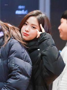 190221 Ruyjin @ M! Kpop Girl Groups, Korean Girl Groups, Kpop Girls, Korean Princess, Kim Sohyun, Fandom, Most Beautiful Faces, New Girl, Kpop Outfits