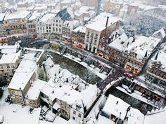 Vrijdag 7 december: de Oude Gracht in Utrecht is bedekt met een laagje sneeuw