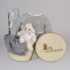 Canastilla Velour Vintage. Un regalo para bebé muy coqueto, calentito y práctico, presentado en una bonita caja de inspiración vintage. #canastillas #regalos #babygifts #bebés