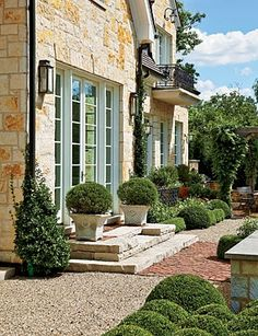 The garden comes right up to the house, but without traditional (for the Midwest) foundation plantings that hug it and mark a hard transition from indoors to out.