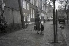 Amsterdam: De J.C. Ammanschool aan het Hortusplantsoen net na de oorlog