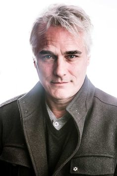 "despairoftranslators:  Actor/Director/Writer Paul Gross on going grey: ""I started dyeing my hair while I was still doing Due South. My mother was fully grey in her 20s, so that tells you something. It didn't go all at once, though. I was salt and pepper, but CBS didn't want that. That went on for years, and then we had this family vacation to the Sahara and there are no salons in the middle of the great sand sea. I was there for almost two weeks and it just went. I had never felt a more…"