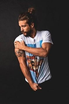 Hot Man Bun Hairstyles For Guys (18)