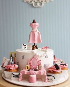 Fashion/makeup Cake and cupcake