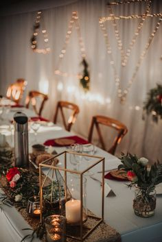 Geometric lighting + vintage brass tone + pink and red florals | Image by Shannon Stent Images
