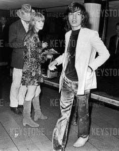 Mick Jagger and Marianne Faithfull in London airport back from Ireland august 14, 1967 (KEYSTONE/RUE DES ARCHIVES/AGIP)
