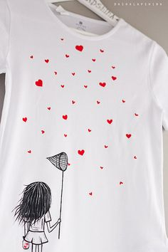 Hand painted Women T-shirt with a girl with scoop-net and hearts, gift for her, love t-shirt, black white t-shirt, red hearts: Catching love Fabric Paint Shirt, Paint Shirts, T Shirt Painting, Fabric Painting, Sharpie Shirts, Sweatshirt Femme, Cadeau Parents, Painted Clothes, Love T Shirt