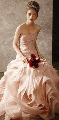 absolutely love this Vera Wang dress! #verawang #dress #weddingdress