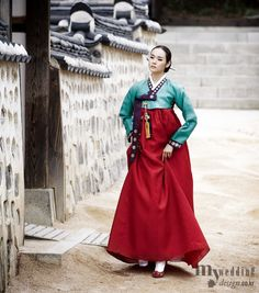 Hanbok, Korean Traditional Dress See more at: http://pinterest.com/sabrinasokcho/korea-hanbok/