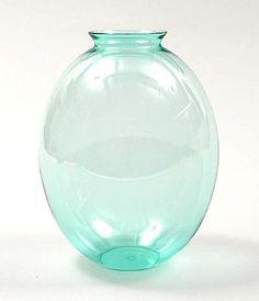 Meerblauw glazen staande ovale vaas ontwerp A.D.Copier 1929 uitvoering Glasfabriek Leerdam