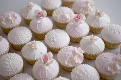 15 Wedding Cupcakes That Outdo Traditional Wedding Cakes Fondant Cupcakes, Cupcakes Amor, Tolle Cupcakes, Pretty Cupcakes, Beautiful Cupcakes, Wedding Cakes With Cupcakes, Pink Cupcakes, Cupcake Cookies, Heart Cupcakes