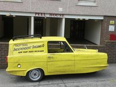 Super Star Wedding Cars - Only Fools and Horses Wedding Car - Star Car Hire - www.crazylilweddings.com