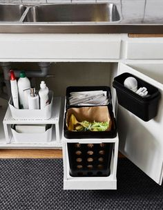 The space under the kitchen sink is updated with new storage that allows waste separation for recycling. On the right side two bins on a movable rail add functionality. To the left a shelf insert doubles storage space. #newkitchensink