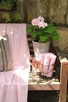 Glasses of Rose - pink geranium and napkins Gazebos, Pink Geranium, Tout Rose, Rosa Pink, I Believe In Pink, Deco Floral, Pink Garden, Rose Cottage, Garden Cottage