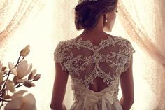 Anna Campbell's wedding dresses are the most beautiful creations that I have ever seen! no joke