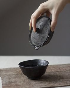 the shiboridashi teaset in action / Japanese teaware / Gongf.- the shiboridashi teaset in action / Japanese teaware / Gongfu tea brewing utensils / Wabi Sabi pottery for tea by Viter Ceramics 🍵 Source by eisfuchs - Ceramic Tableware, Ceramic Pottery, Ceramic Art, Porcelain Ceramic, Slab Pottery, Thrown Pottery, Pottery Vase, Ceramic Mugs, Ceramic Bowls
