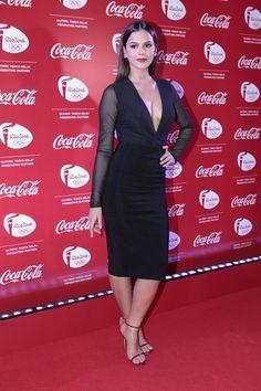 Bruna Marquezine de body da Cris Barros e saia da Pat Bo. Pra dar um up no look sexy minimal, joias da Talento.