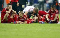Los jugadores Bayern Múnich luego de caer derrotados ante el Chelsea en la final de la Liga de Campeones en el estadio Allianz Arena de Múnich, el 19 de mayo de 2012. | Créditos: REUTERS / Michael Dalder