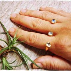 Bague de double ancrage en laiton avec pierrelune, pierre précieuse à facettes, deux anneaux de doigt. pierre de naissance juin.