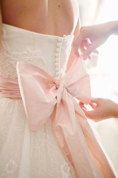 adorable wedding dress with pink bow dresses pink bow At-Home Florida Wedding by Kt Crabb - Southern Weddings Wedding Dress Trends, Wedding Dresses, Dream Wedding, Wedding Day, Bow Wedding, Trendy Wedding, Paris Wedding, Chic Wedding, Wedding Details