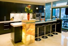 20 Contemporary Kitchen Layouts with Two Focal Points | Home Design Lover