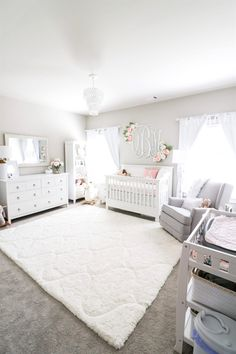 Girl Nursery Ideas - Bring your infant girl residence to a lovable and also functional nursery. Right here are some infant girl nursery layout ideas for every one of your decor, bedding, as well as furniture . Baby Nursery Decor, Baby Bedroom, Baby Boy Rooms, Nursery Neutral, Baby Boy Nurseries, Baby Decor, Kids Bedroom, Nursery Ideas Girls, Nursery Room Ideas
