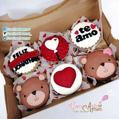 Image may contain: food - todo cupcakes - Cupcakes San Valentin Fondant, Valentines Cakes And Cupcakes, Cupcakes Amor, Valentine Cake, Fondant Cupcakes, Fun Cupcakes, Birthday Cupcakes, Cupcake Cookies, Fruit Buffet