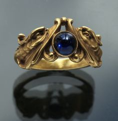 Antique ring; sapphire & gold. French, ca. 1880.