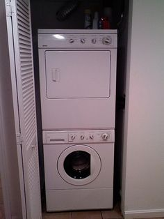 https://i.pinimg.com/236x/48/24/ab/4824ab7ccf4023cd329ce7983573f452--stacked-washer-dryer-washer-and-dryer.jpg