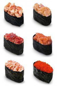Японская кухня: суши-гунканы с разными начинками