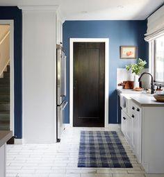 Back wall in farrow & ball stiffkey blue blue kitchen paint, country ki Blue Kitchen Paint, Kitchen Paint Colors, Farrow And Ball Paint, Farrow Ball, Stiffkey Blue, Eclectic Kitchen, Blue Walls, Kitchen Backsplash, Kitchen Walls