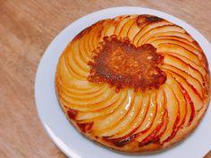 簡単ケーキ レシピ。フライパンにバターとお砂糖を入れてりんごを並べて、ホットケーキ生地を流し込んで焼くだけ。信じられないくらいおいしいのです... - ツイナビ | ツイッター(Twitter)ガイド