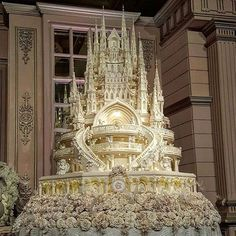 Castle Dream wedding cake for an Indonesian wedding couple.   Cream and Lace by Le Novelle  contact: Dion: 087885050680 (WA) @dion_rs creamandlace@yahoo.com Showroom: Royal Wedding Gallery, Shangri-La Hotel, Jakarta
