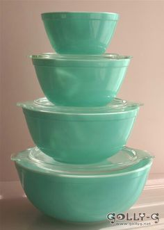 vintage pyrex -OMG want! They even have glass lids!!! Love <3