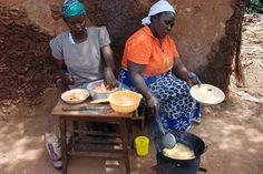 https://flic.kr/p/ky1izZ | Frying OFSP chips in Sinoko, Western Kenya (Credit: HKI)