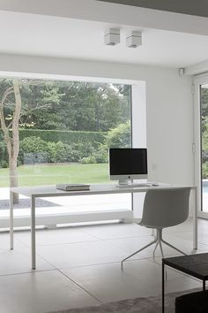 Home office with a view: This Minimalistic workspace motivates a lot!