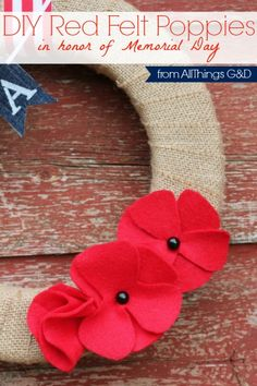 diy felt poppies in honor of memorial day, crafts, patriotic decor ideas, seasonal holiday decor, wreaths Memorial Day Poppies, Memorial Day Wreaths, Sisal, Poppy Wreath, Remembrance Poppy, Anzac Day, Felt Flowers, Fabric Flowers, Diy Flowers