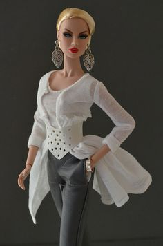 Wishing I was Barbie. her styles out of control! Barbie Dress, Barbie Clothes, Fashion Royalty Dolls, Fashion Dolls, Barbie Mode, Diva Dolls, Dolls Dolls, Beautiful Barbie Dolls, Chic Chic