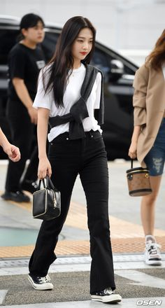 Like Beauty Life fo Keep Cover Fashion Idol, Kpop Fashion Outfits, Korean Outfits, Fashion Pants, Daily Fashion, Korean Airport Fashion, Asian Fashion, Korean Street Fashion Summer, Kpop Mode
