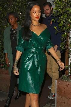 "Rihanna-Fenty.com on Twitter: ""Snatched.… """