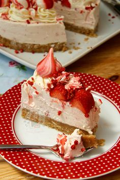 A Creamy, Sweet and Delicious No-Bake Eton Mess Cheesecake with Fresh Strawberries, Home Made Meringues, and oodles of Cheesecake Goodness! It's Summer, it's hot.. and...